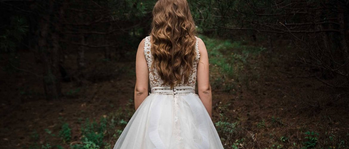 Weddings-Far-Hills-Hotel-George-Wildreness-South-Africa-bride-in-the-forest
