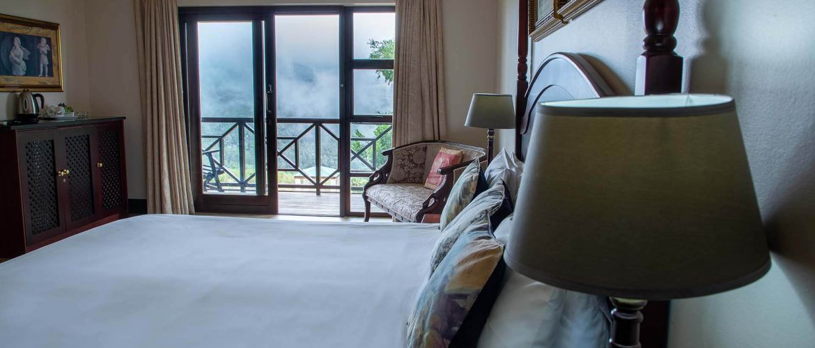 Far-Hills-Country-Hotel-George-Wilderness-Deluxe-Angel-Room-2