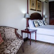 Far-Hills-Country-Hotel-George-Wilderness-Deluxe-Angel-Room-4